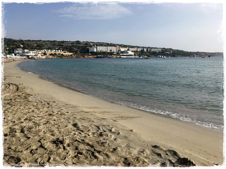 Зачем ехать в Меллиху? За пляжем, парадами и эклерами!