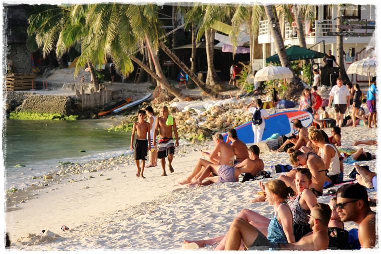 Боракай. Дивный, людный, предзакатный — Diniwid beach