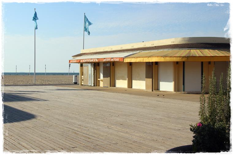 Нормандия. Довиль - курорт оскароносных пляжей и фахверка