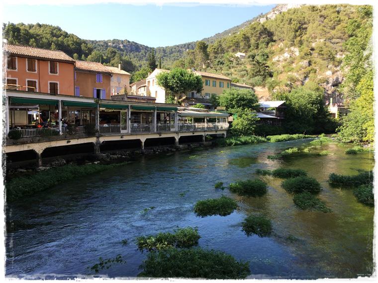 Прованс. Фонтен-де-Воклюз - живительный источник прохлады и незабываемых впечатлений