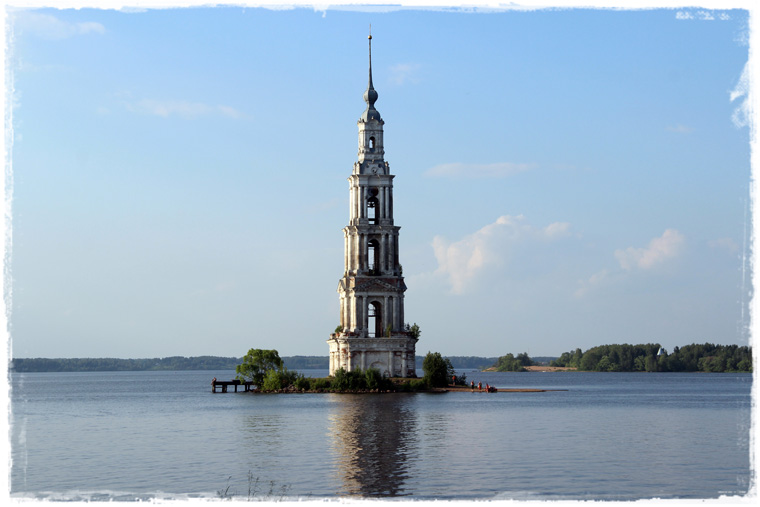 По России с любовью: затонувшая церковь в Калязине